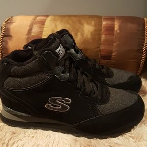 NWOB Skechers fur lined boots